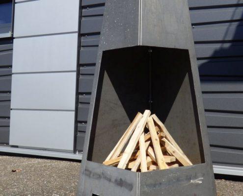 Kaminfeuerstelle mit Holz